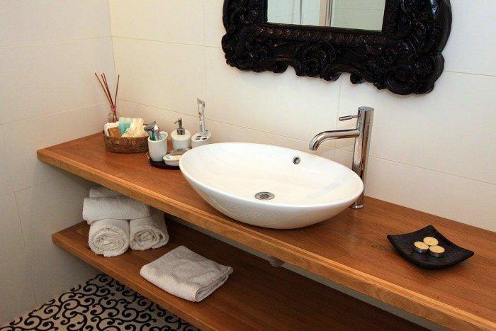 האמבטיה - צל אלון