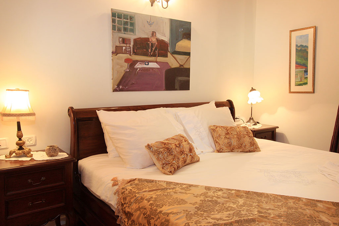 המיטה מהצד - צל אלון