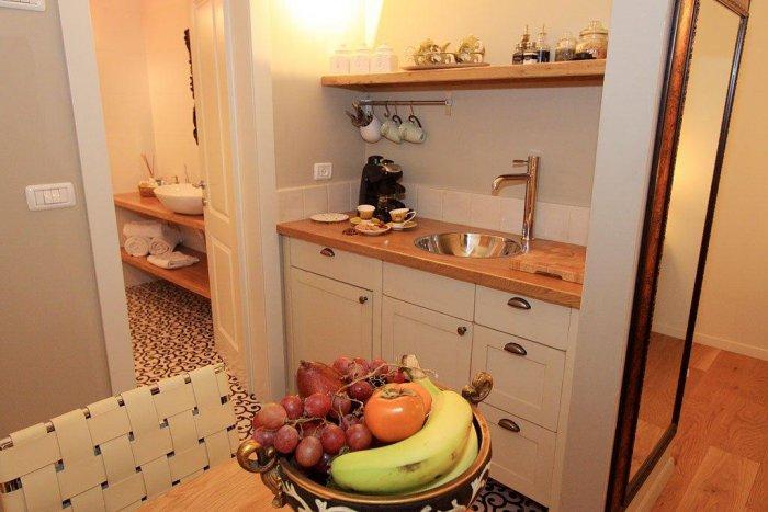 המטבחון במבט מהצד - צל אלון