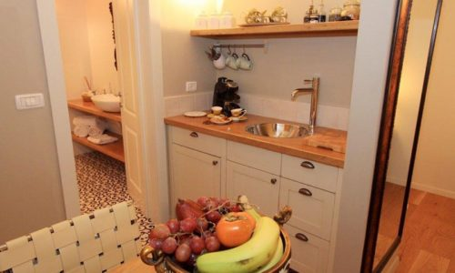המטבחון במבט מהצד- צל אלון