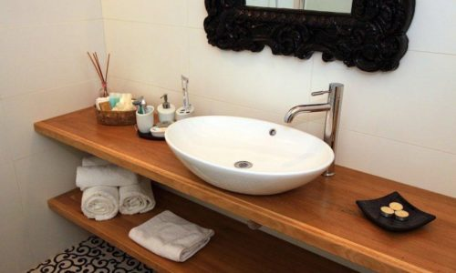 האמבטיה- צל אלון